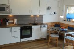 Küchenzeile mit Essecke 2